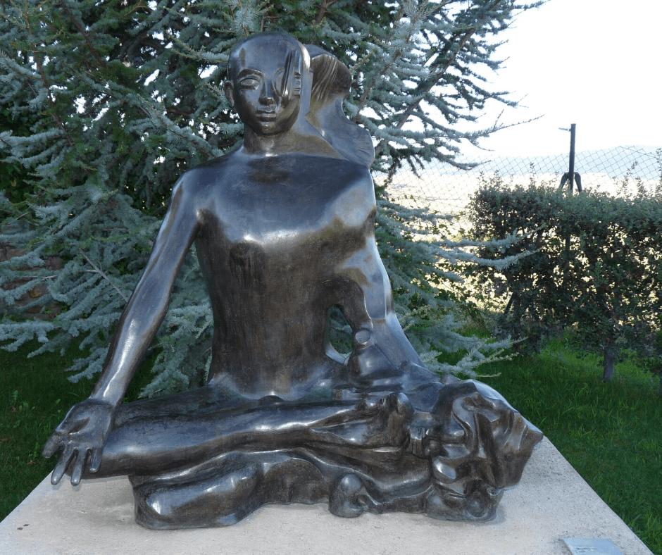 Escultura Meditación después de ser intervenida en un proceso de restauración y conservación