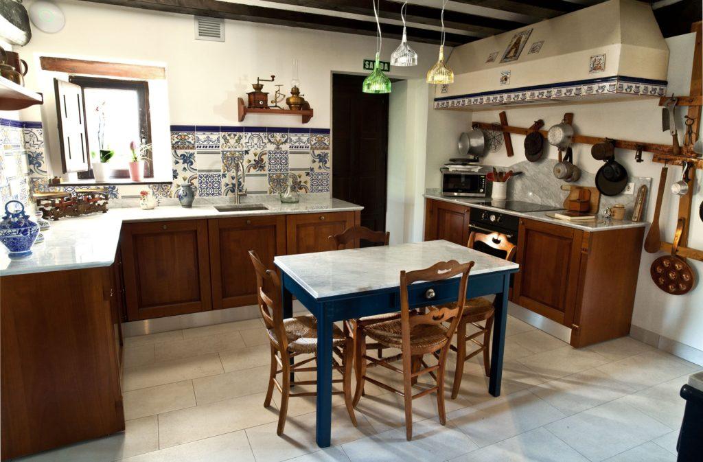 Cocina de la casa, una casa con encanto en Irurre