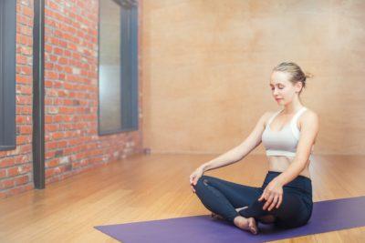 Mujer Que Decidió Meditar En Casa Durante La Cuarentena